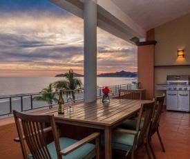 Penthouse with Ocean Views Less Than 13 Mi to Cabo San Lucas!