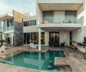 Breathtaking beach Villa, feel the inviting vibe!