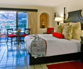 Astounding Studio Sleeps 4 with Pool in Cabo