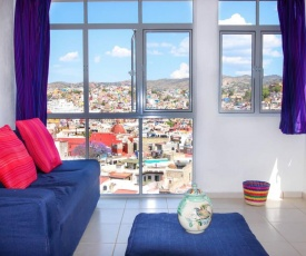 Bright panorama suite in downtown garden villa!