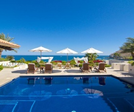 Expansive Villa with Grand Pool Patio, 16-Person Jacuzzi and Perfect for Large Groups