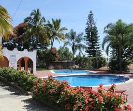 La Floresta Gated Community Pool & Clubhouse