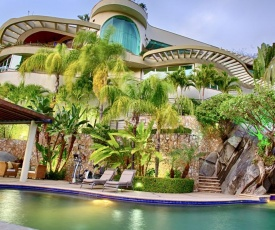Luxury Beach Frontage Villa For Rent