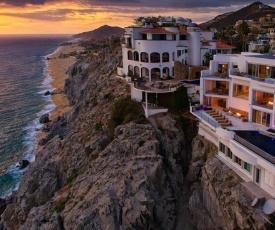 Luxurious Oceanfront Living at Villa Land's End