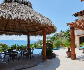 Happiness comes with every wave! Amazing beach house in five-star beachfront resort